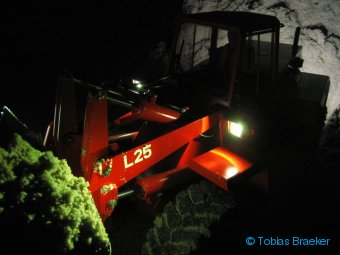 Modellradlader O&K L25 bei Nacht | RC wheel loader at night