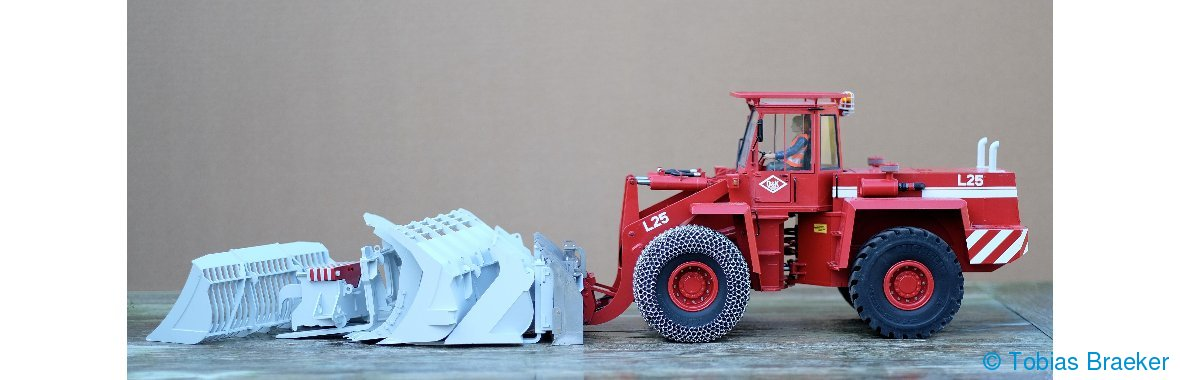 Anbaugeräte mit Braeker-Lock Schnellwechsler O&K L25 Radlader | Attachments with Quick Coupler for RC wheel loader